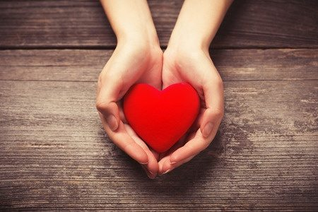 hands holding a heart represent simple photography gift guide