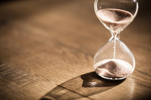 hourglass representing time and stock photography goals for the new year