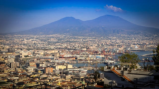 The City of Naples lr 640px by Majcher-min