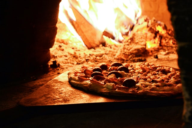 pizza-near-bonfire-01 640px lr stock-min