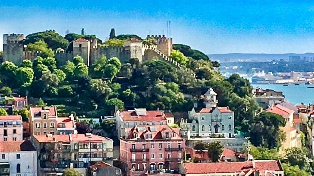 saint jorge's castle 640px BY DOPPELT-min