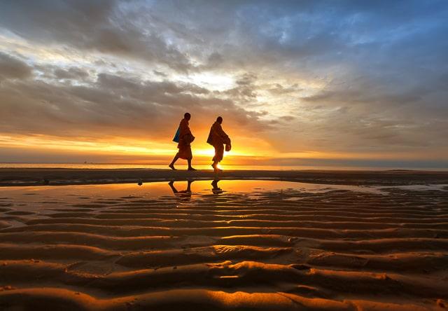 Morning Walk by Arthit Somsakul ©