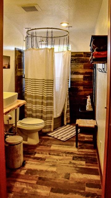 Kanab Utah - Luxury Lodging in the Desert - shower