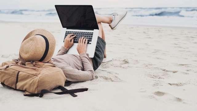 travel-blogging-min